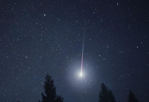 Pioggia di meteoriti da metà Aprile, è la coda della cometa di Halley