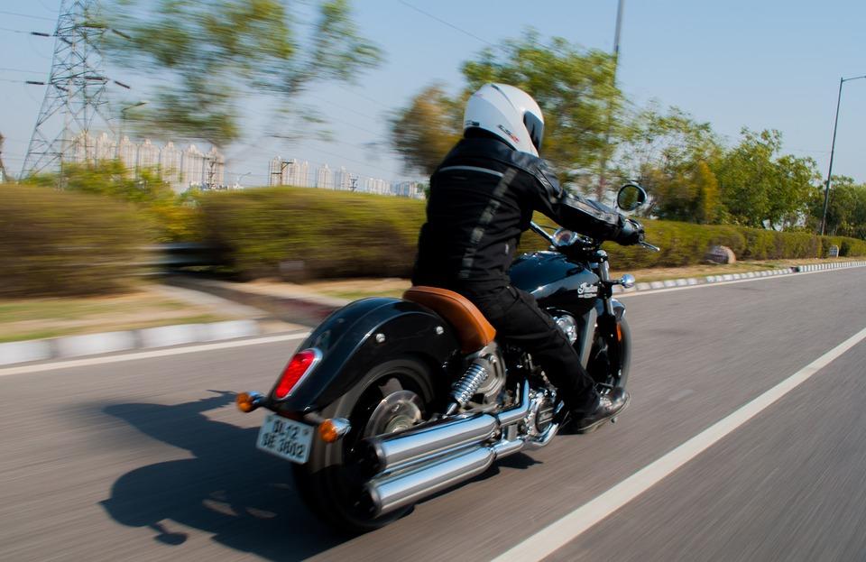 Proteggere le scarpe alla guida della moto