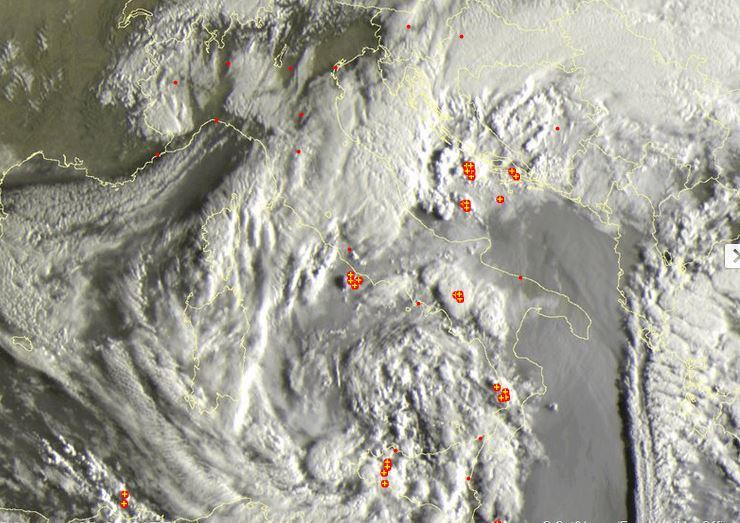 Maltempo, Italia invasa dai temporali e dal pulviscolo sahariano