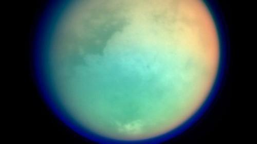 Titano, scoperto misterioso materiale formato da benzene ed etano
