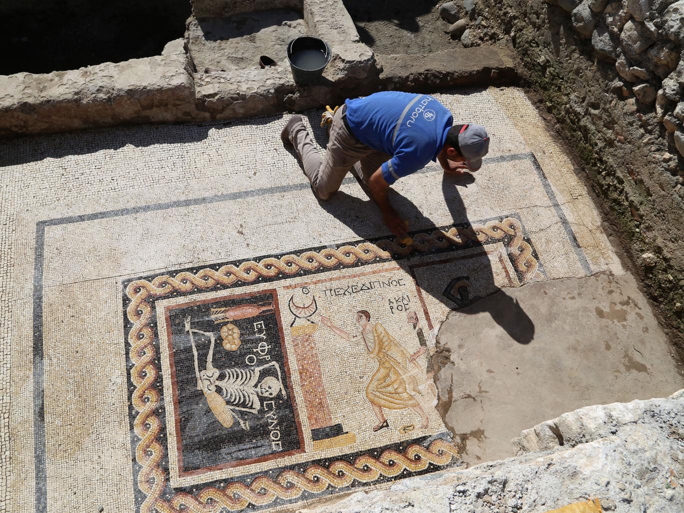 Antico mosaico con messaggio, straordinaria scoperta in Turchia