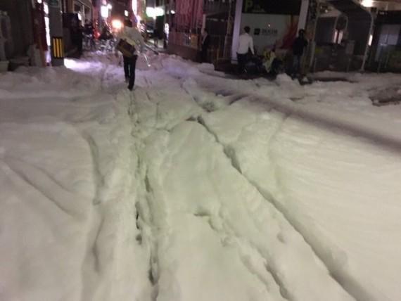 Terremoto Giappone, schiuma misteriosa invade le strade di Fukuoka