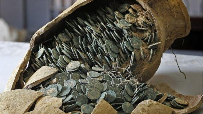 Seicento chili di monete: l'incredibile tesoro trovato in Spagna