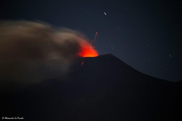 Etna, nuova spaventosa eruzione: scatta l'allerta