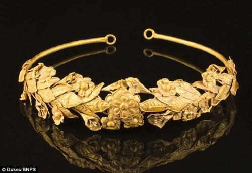 Corona d'oro ellenistica in una vecchia scatola, l'incredibile scoperta