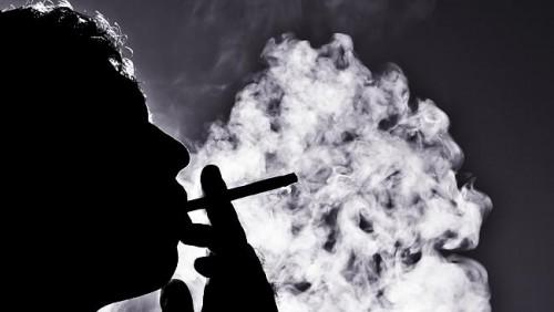 Fumo: cinque sigarette inquinano più di una locomotiva