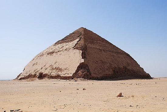 Egitto: scoperti gli ambienti segreti della piramide romboidale