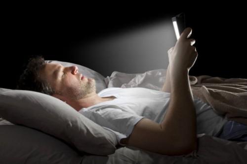 Cecità temporanea in chi utilizza gli smartphone di notte: la ricerca