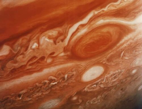 Giove, la sonda Juno a pochi passi dall'infernale atmosfera