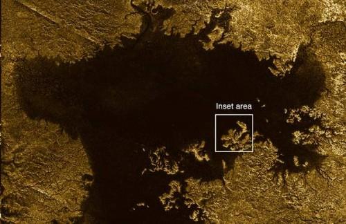 Titano: scoperti canali di idrocarburi sulla luna di Saturno