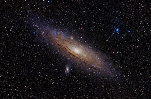 Galassia Messier 98: perché è di colore blu?