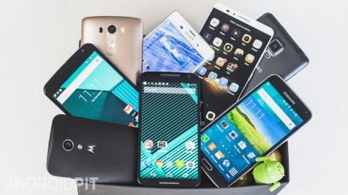 Tecnologia: gli smartphone non interessano più, giù le vendite