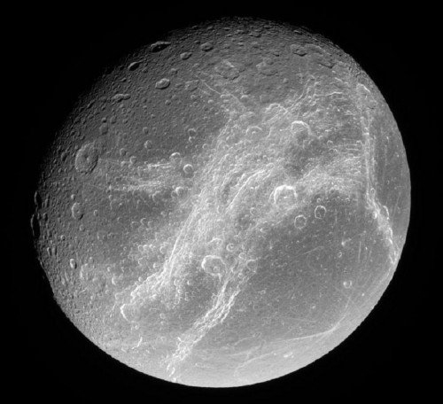 Spazio, Dione nasconde un oceano sotterraneo