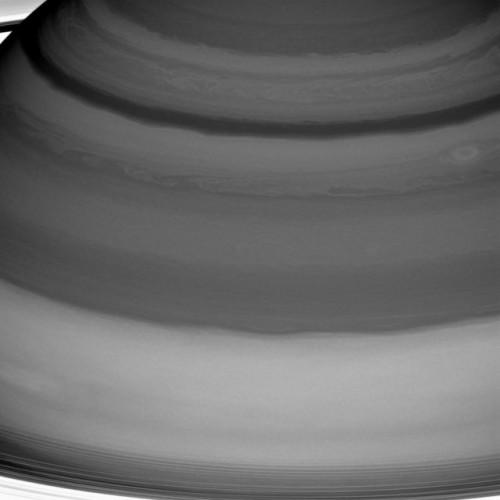 Saturno: Cassini cattura le nuvole tempestose dell'atmosfera
