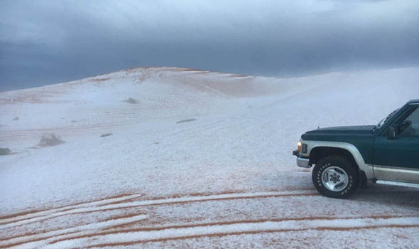 Clima: neve in Arabia Saudita, deserto imbiancato