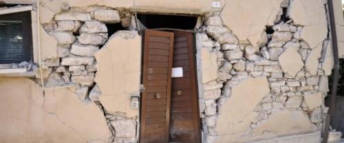 Terremoto, l'allarme: 'Lo sciame sismico durerà anni'