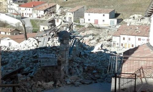 Terremoto: scossa 4.8 alle 8:56 provoca nuovi crolli