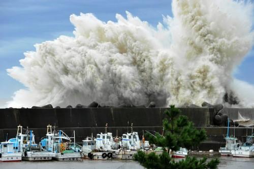 Energia dai tifoni grazie ad una turbina: l'incredibile invenzione giapponese