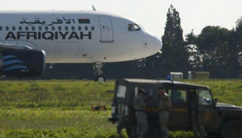 Malta, aereo dirottato: attentatori minacciano di far esplodere tutto