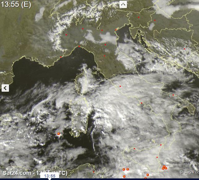 Tempo sull'Italia: Penisola spaccata, al Centro-Sud maltempo, al Nord nebbie e sereno