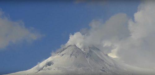 Etna: fase di eruzione 'stromboliana', il video del fenomeno