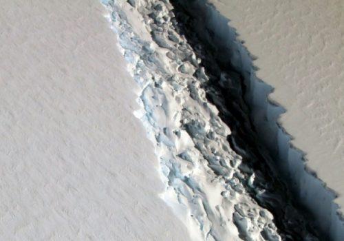 Antartide: iceberg di 5mila chilometri sta per staccarsi, è allarme