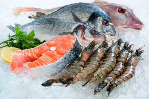 Inquinamento: chi mangia pesce può ingerire 11mila particelle di plastica