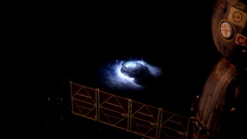Blue jet: il misterioso fenomeno fotografato dall'ISS