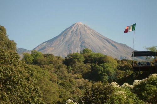 Il vulcano Colima esplode in diretta, l'incredibile video