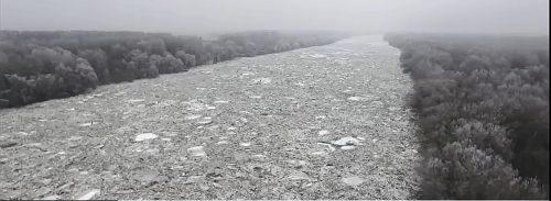 Ungheria: il fiume Tisza si ghiaccia, le spettacolari immagini riprese dal drone