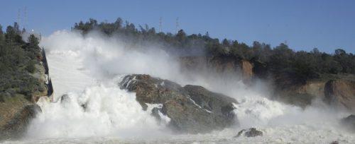 California: diga di Oroville rischia di collassare, 200mila evacuati