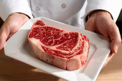 Mangi troppe proteine? Ecco i sintomi allarmanti del corpo