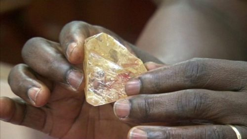 Diamante da 703 carati scoperto in Sierra Leone: è record
