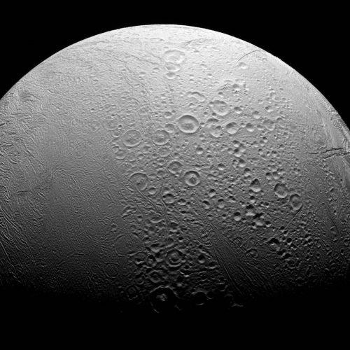 Encelado ha due facce: l'ultima foto di Cassini della luna di Saturno