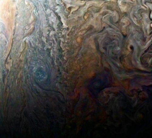 Spazio: nuvole di Giove viste da 'vicino', spettacolari scatti di Juno