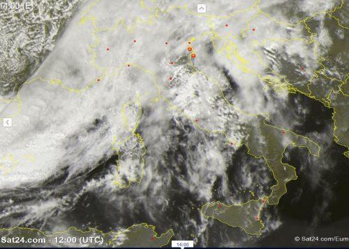 Meteo: Italia divisa in due, maltempo al Centro-Nord, superati i 30 gradi al Sud