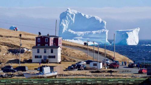 Artico: enorme iceberg a largo dell'Isola di Terranova