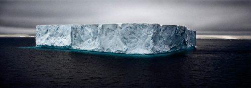 Iceberg: oltre 400 blocchi di ghiaccio alla deriva, è allarme