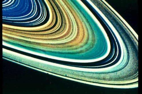Cassini tra gli anello di Saturno: il finale della missione