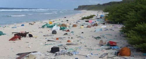 Ambiente: l'isola sperduta ricoperta da spazzatura