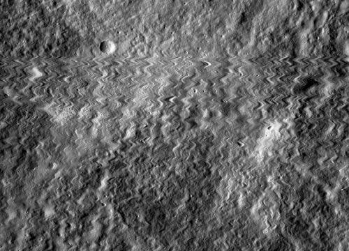 LRO colpito da un meteorite? La strana fotografia dell'orbiter
