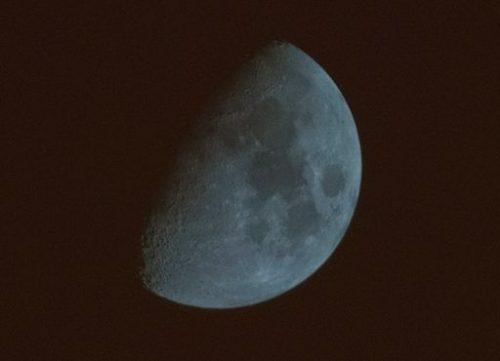 Luna blu a Pechino: lo strano fenomeno avvistato in queste ore