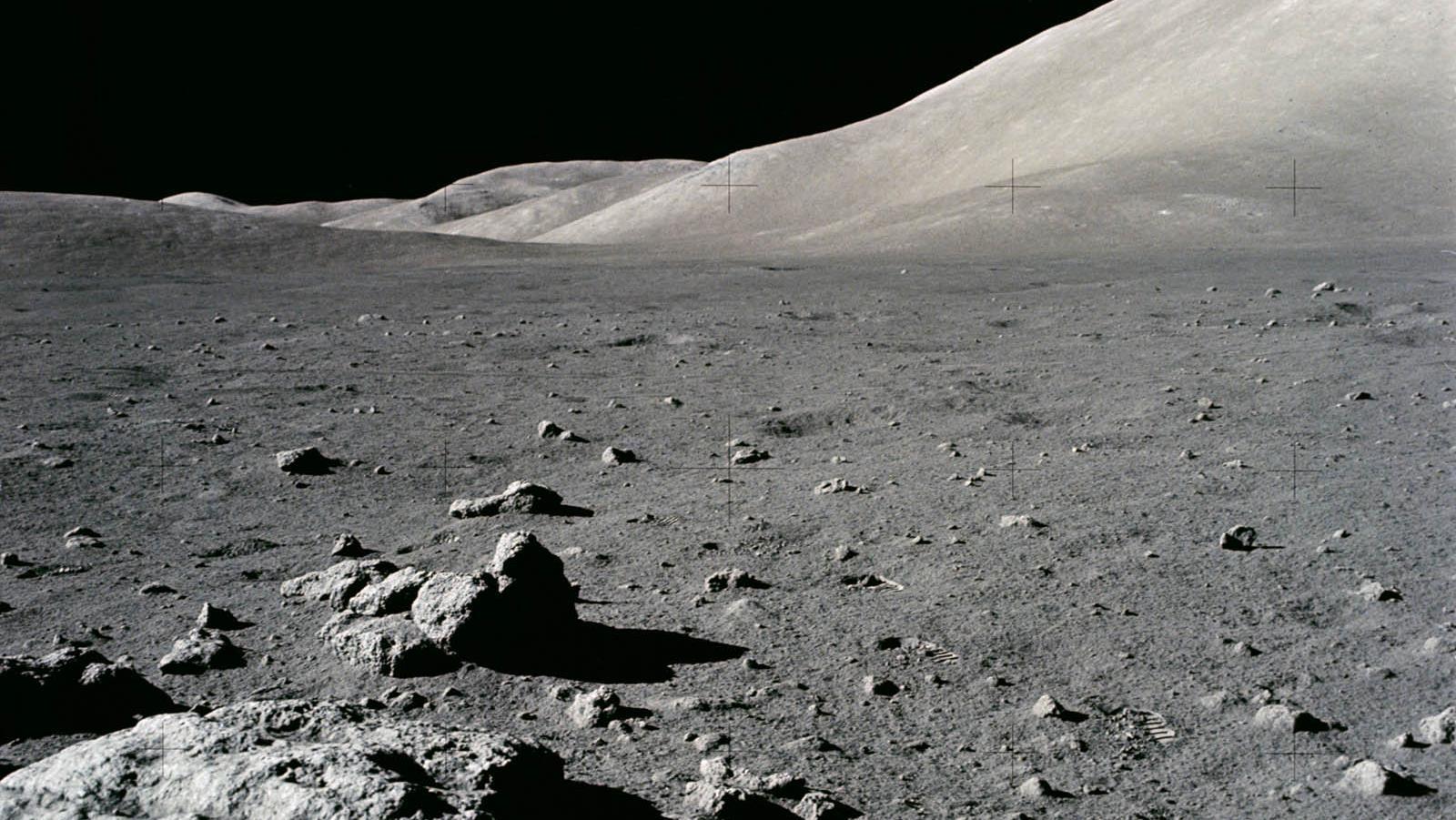 Luna: l'acqua si trova dappertutto, non solo ai poli