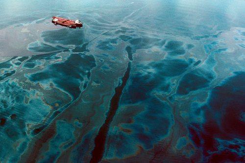 Disastro ambientale in Australia: oltre diecimila litri di petrolio nell'oceano
