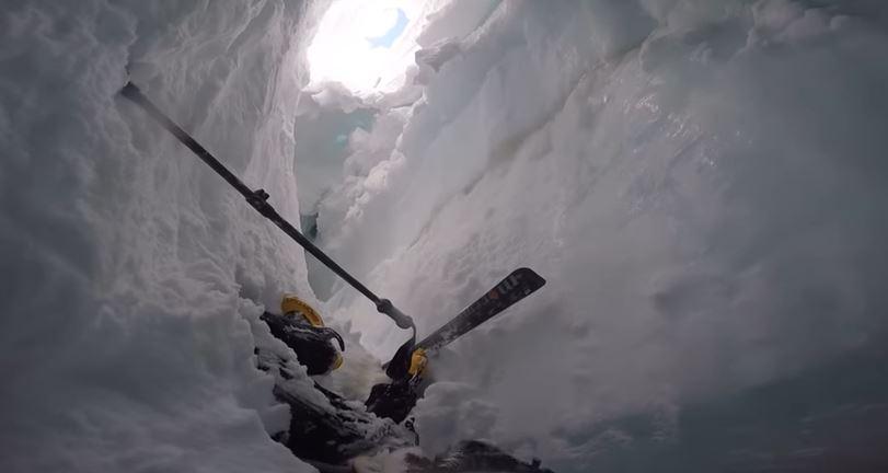 Svizzera: sciatore cade in un crepaccio sullo Strahlhorn, il video