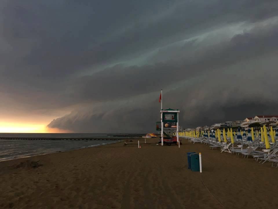 Shelf cloud pazzesca poco fa in Veneto, la testimonianza del maltempo