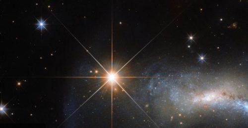 Spazio: scoperta la stelle più piccola di sempre, è grande quanto Saturno
