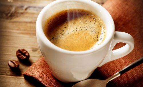 Tre tazzine di caffè al giorno allungano la vita: la ricerca inglese