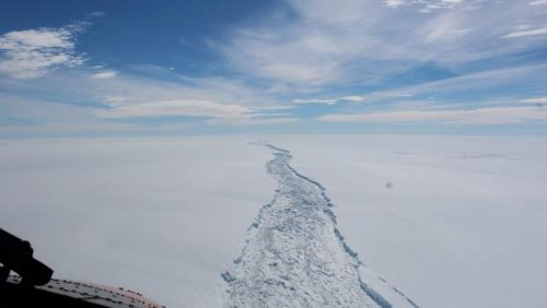 Distacco Larsen C, i rischi del colossale iceberg antartico