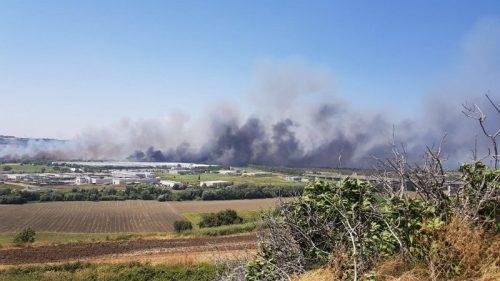 Incendi in Molise: chiuse autostrada, linea ferroviaria e statali, evacuate fabbriche